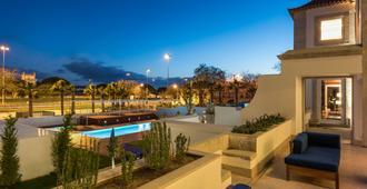 帕拉西奥格沃纳多酒店 - 里斯本 - 游泳池