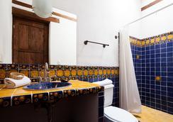 波萨达尤里胡安尼酒店 - 帕茨夸罗 - 浴室