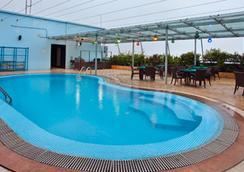 半岛大港有限公司酒店 - 吉大港 - 游泳池