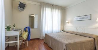 布拉诺大酒店 - 比萨 - 睡房