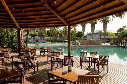 卡里布冒险港公园酒店 - 包括冒险港公园门票 - 萨洛 - 酒吧