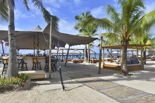 康提基海滩度假酒店 - 威廉斯塔德 - 阳台