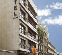 塞拉诺酒店