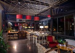 阿格瓦韦博特山林小屋酒店 - 赛尔 - 酒吧