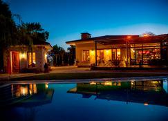 阿格瓦韦博特山林小屋酒店 - 赛尔 - 游泳池