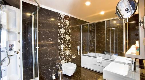 安塔利亚奥兹水疗度假酒店 - 安塔利亚 - 浴室
