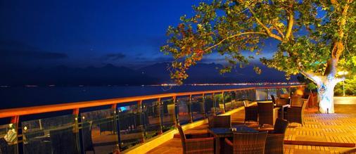 安塔利亚奥兹水疗度假酒店 - 安塔利亚 - 阳台