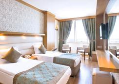 安塔利亚奥兹水疗度假酒店 - 安塔利亚 - 睡房