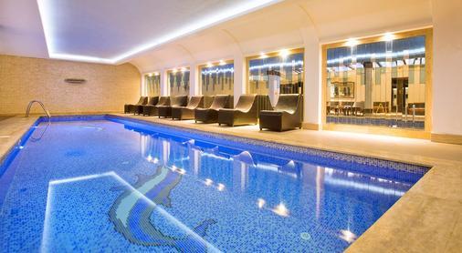 安塔利亚奥兹水疗度假酒店 - 安塔利亚 - 游泳池