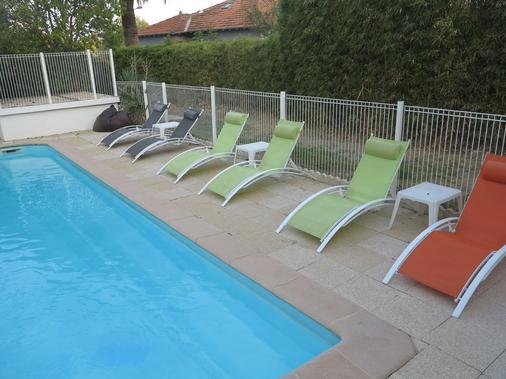 勒特姆特酒店和一室公寓 - 圣拉斐尔 - 游泳池