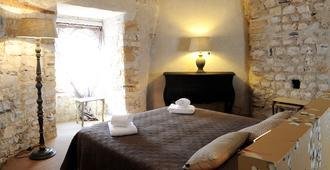 贝司比利牛斯巴约讷酒店 - 巴约讷 - 睡房
