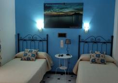 圣塞巴斯蒂安青年旅舍 - 阿尔穆涅卡尔 - 睡房