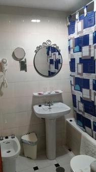 圣塞巴斯蒂安青年旅舍 - 阿尔穆涅卡尔 - 浴室