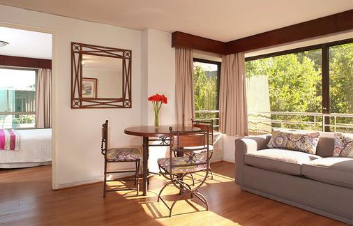 聂鲁达公寓式酒店 - 圣地亚哥 - 客厅