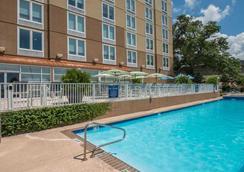 比洛克西希尔顿逸林酒店 - 比洛克西 - 游泳池
