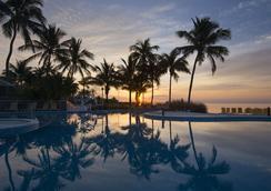 普特斯海滩度假村&码头 - 伊斯拉莫拉达 - 游泳池
