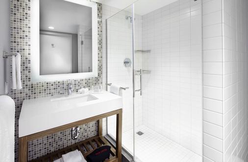 纽约曼哈顿下城/世界贸易中心区万怡酒店 - 纽约 - 浴室