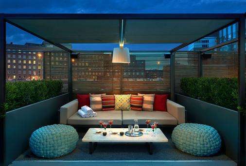 波士顿雷迪森酒店 - 波士顿 - 阳台