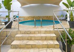 伊维萨普莱雅索尔酒店 - 伊维萨镇 - 游泳池