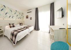 伊维萨普莱雅索尔酒店 - 伊维萨镇 - 睡房