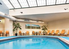西雅图市中心/联合湖万怡酒店 - 西雅图 - 游泳池