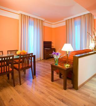格兰大道44号套房酒店 - 格拉纳达 - 客厅