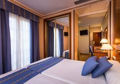 道罗酒店 - 格拉纳达 - 睡房
