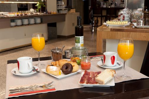 圣胡安德洛斯雷耶斯酒店 - 托莱多 - 食物