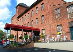 历史布鲁克斯镇旅馆 - 温斯顿-赛伦 - 建筑