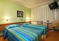 阿斯特里亚科帕卡巴纳酒店 - 里约热内卢 - 睡房