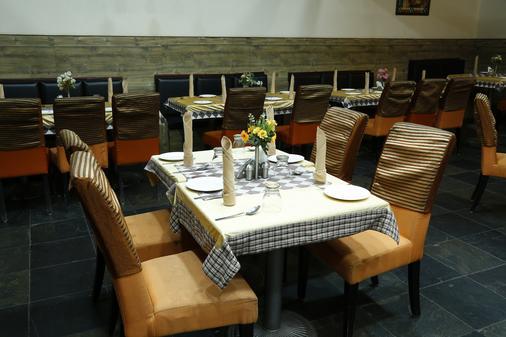 Hotel Chennai Deluxe - 金奈 - 餐馆