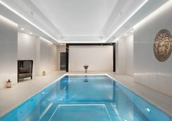 伦敦科技城蒙卡尔姆肖尔迪奇M酒店 - 伦敦 - 游泳池