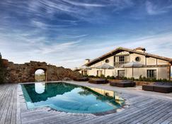 伊图雷吉酒店 - 吉塔里亚 - 游泳池