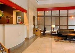 兰蒂斯套房酒店 - 温哥华 - 大厅