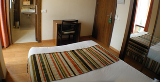 劳斯考罗纳尔斯旅馆 - 马德里