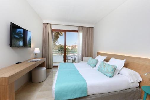 颂凯 Spa 绿洲顶级酒店 - Palma Nova - 睡房