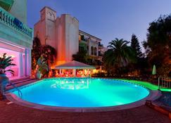 湖畔花园公寓套房与水疗酒店 - 卡拉纳雅达 - 建筑