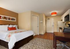 格林斯博罗温德姆豪顿套房酒店 - Greensboro - 睡房
