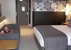 埃文河畔斯特拉特福皇冠假日酒店 - 斯特拉特福 - 睡房