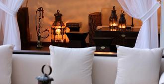 格兰德度假酒店 - 利马索尔 - 客厅