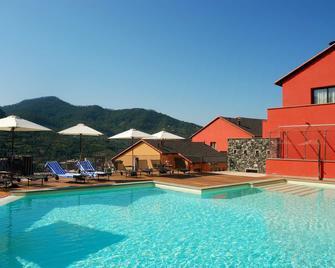 阿金图公园酒店 - 莱万托 - 游泳池