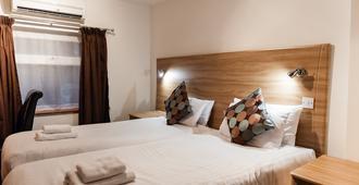亚瑞扎酒店 - 依尔福 - 睡房