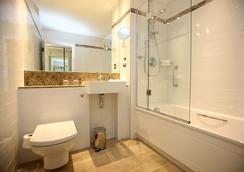 莱吉斯肯辛顿酒店 - 伦敦 - 浴室