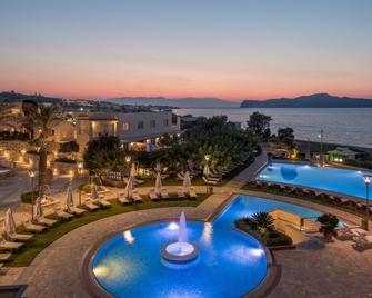克里特皇家梦幻酒店 - 斯塔罗斯 - 游泳池