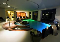 阿莱格罗塔利亚金色宫殿酒店 - 都灵 - 游泳池