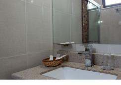 埃德娜亚迪斯酒店 - 亚的斯亚贝巴 - 浴室
