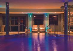 欧斯特布里克塔德酒店 - 塞巴特黑灵斯多夫 - 游泳池