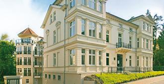 乌瑟敦别墅公寓楼 - 塞巴特黑灵斯多夫 - 建筑