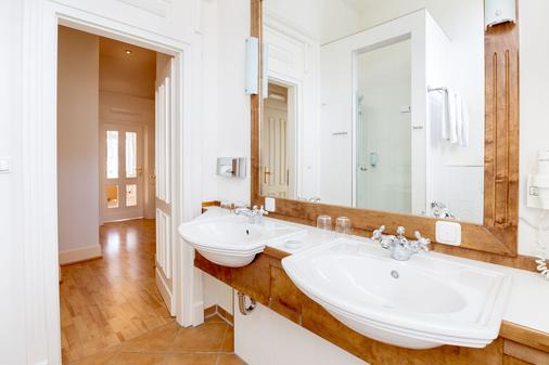 乌瑟敦别墅公寓楼 - 塞巴特黑灵斯多夫 - 浴室
