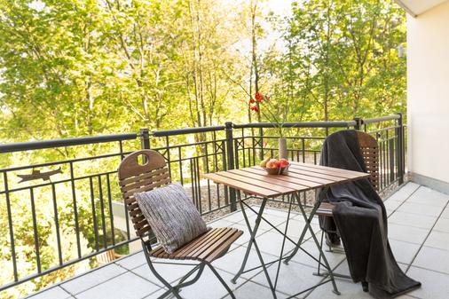 乌瑟敦别墅公寓楼 - 塞巴特黑灵斯多夫 - 阳台